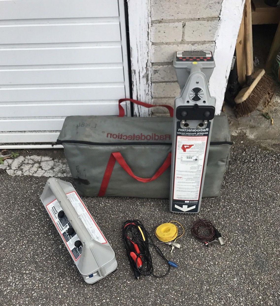 радиодетекторен локатор за откриване на тръби и кабели