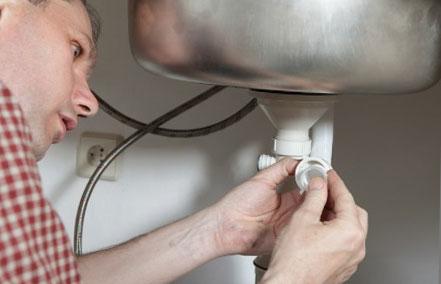 почистване сифона на мивката