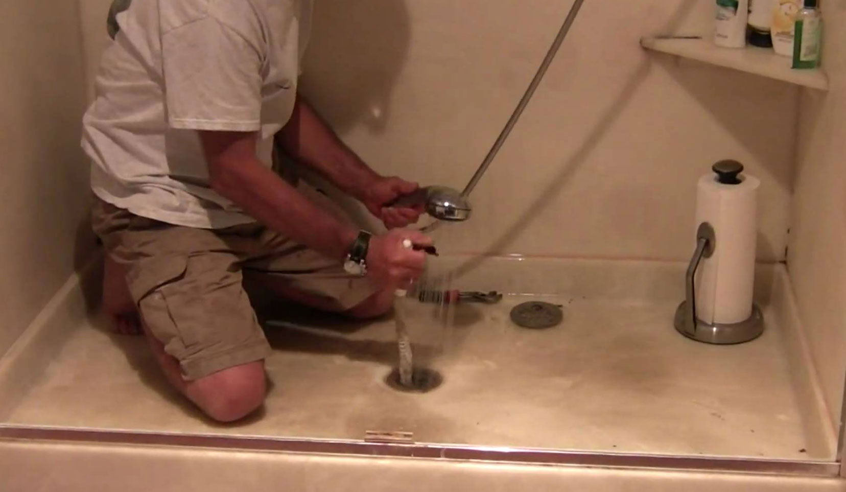 1. От сифона избива вода